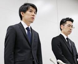 記者会見で大塚雄介COO(右)は歯切れの悪い回答を繰り返した