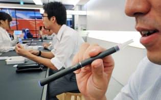 専門店で販売される加熱式たばこ(東京都中央区)