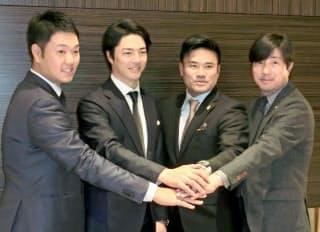 26歳での選手会長就任は最年少だ(左から2人目が石川遼)=共同