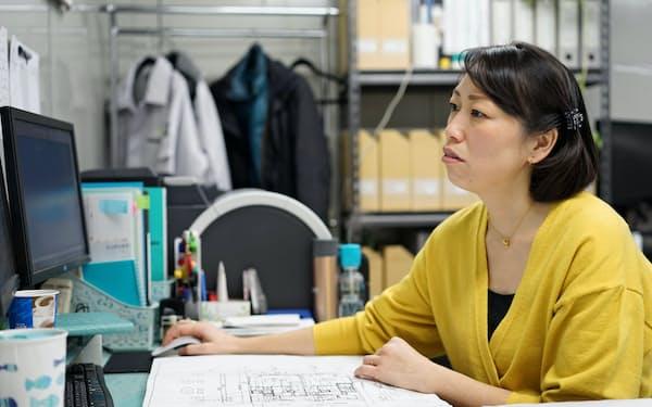 地下鉄サリン事件で負傷した森瀬さんは現在でも勤務中に意識を失うことがある(東京都足立区)