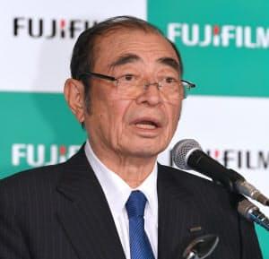 記者会見する富士フイルムホールディングスの古森会長(31日午後、東京都中央区)