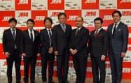 代表理事にはセガホールディングスの岡村秀樹社長が就いた(左から4番目)