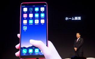 R11sの操作体系はiPhoneに似ている。基本ソフトはアンドロイドを採用しているが、標準状態で見られるドロワーなどがない