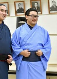 相撲教習所の入所式を終え、笑顔を見せる豊昇龍(1日午後、東京・両国国技館)=共同