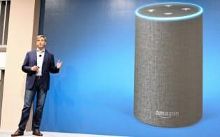アマゾンはAIスピーカー「アマゾンエコー」で市場の主役を狙う(11月、東京都渋谷区)=共同