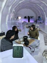 氷と雪でできた「アイススターホテル&レストラン キロロ」(赤井川村)では氷点下の室内で楽しむチーズフォンデュが人気だ