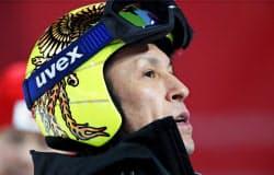 新しいヘルメットで公式練習に臨んだスキー・ジャンプ男子の葛西紀明選手。自らの最多記録を塗り替える8度目の冬季五輪出場となる(7日、韓国・平昌)=共同