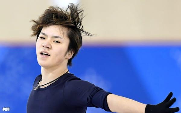 公式練習で調整するフィギュアスケート男子の宇野昌磨(8日、江陵)=共同