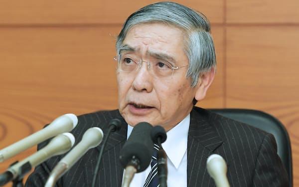 金融政策決定会合を終え、記者会見する日銀の黒田総裁(1月23日)