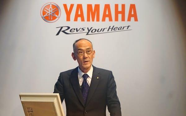 決算説明会に出席した日高祥博社長(13日)