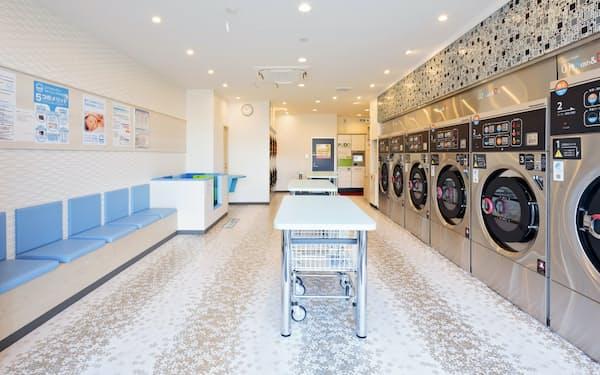 ウォッシュプラスの洗濯機はアトピーを持つ人や肌の弱い人向けに、洗剤の代わりに高濃度のアルカリイオン水を使用する(稲毛海岸店)
