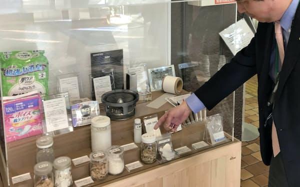 CNFをアピールするため、市役所内に製品や原料などを並べる展示コーナーを設けた