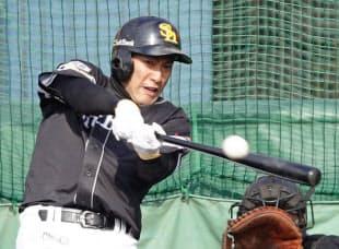柳田らの打撃練習はそれだけに入場料を払っても見たいと思うほど面白い=共同