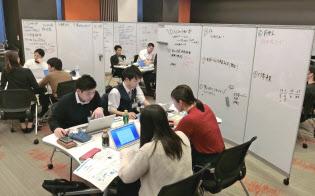 住友商事のインターンシップに参加する学生(東京都中央区)