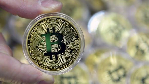 ビットコイン相場長引く低迷 操作疑惑、規制強化論…
