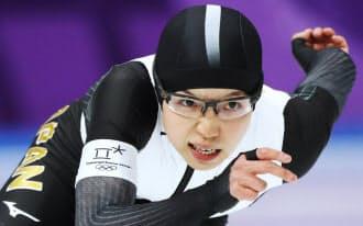 女子500メートルで滑走する小平(18日、江陵)=上間孝司撮影