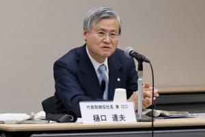 大塚ホールディングスの樋口達夫社長は特許切れの克服を強調する(14日、東京都中央区)