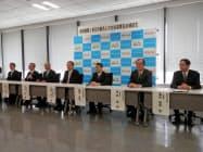 連携協定を発表する東京労働局や各金融機関のトップ(19日、都内)