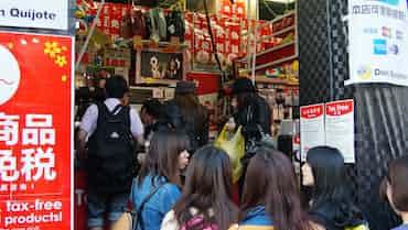 「日本で1番楽しい店」ドンキに大挙する外国人