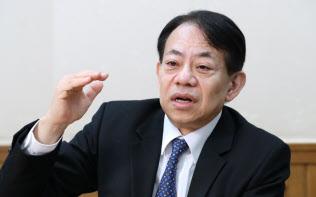 インタビューに答える浅川雅嗣財務官(20日午後、財務省)