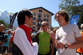伝説的ランナー、スコット・ジュレク(右)も友に