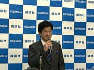 決算を発表する講談社の野間社長(東京・文京)