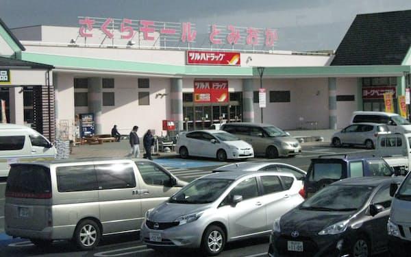 開業したショッピングモールは復旧工事関係者らでにぎわう(福島県富岡町の「さくらモールとみおか」)