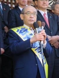 出陣式で第一声を上げる谷本正憲氏(22日、金沢市)