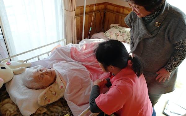ホームホスピス「たんがくの家」では入居者を手厚くケアする(福岡県久留米市)