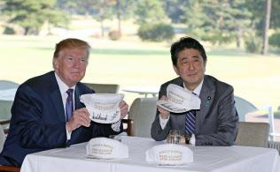 日米首脳がゴルフ場で語ったのは…(2017年11月)