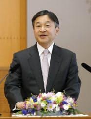 記者会見する皇太子さま(21日、東京・元赤坂の東宮御所)=代表撮影