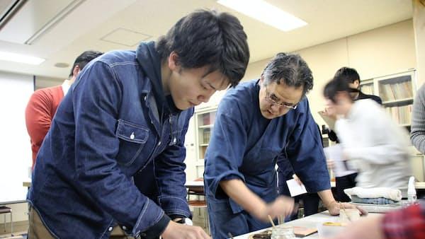 木版画「本物」の技体験 奈良大(キャンパス新景)
