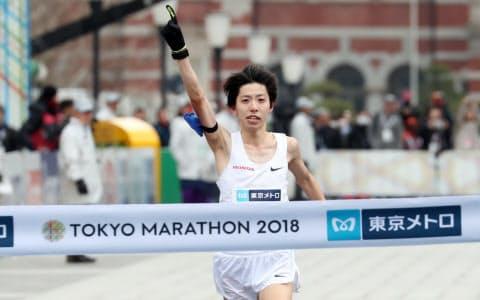 東京五輪のマラソンのスタート時間は午前7時に落ち着いた(写真は設楽悠太)