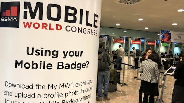 サムスンが2年ぶり旗艦スマホ 携帯見本市MWC開幕