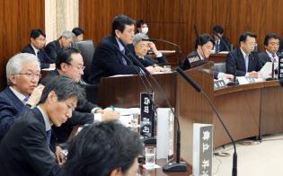 憲法に対する考え方について意見交換する参院憲法審査会(2月21日午後)