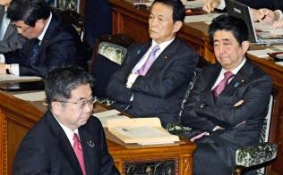 国会が首相や閣僚の国際会議出席の足かせになっている(参院本会議の代表質問)=共同