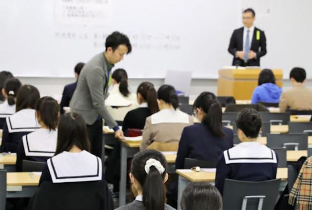 STEM教育でリケジョは増えるか?(大学入試センター試験に臨む受験生、名古屋大学)