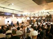 起業家をサポートする支援役を手厚くした(17年8月に開いた協業プログラムの説明会)
