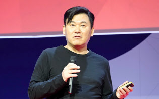 MWCの基調講演に登壇した楽天の三木谷浩史会長兼社長