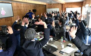 体を動かしながら、働き方改革を考える(軽井沢で開かれた研究会)