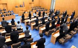 性的少数者や外国人への差別を禁じる条例を成立させた東京都世田谷区議会(2日午後)=共同