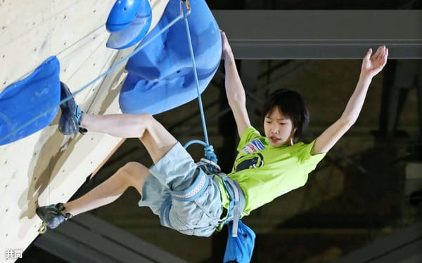 初優勝を果たした森秋彩(4日、加須市民体育館)=共同