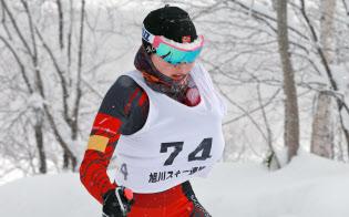 苦手だった下り坂の滑りも克服し、距離とバイアスロンでメダルを狙う阿部