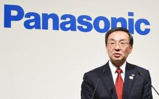 トヨタとの提携を発表するパナソニックの津賀一宏社長(2017年12月、東京都港区)