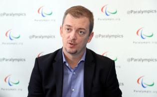 インタビューに答える国際パラリンピック委員会のアンドルー・パーソンズ会長(8日、平昌)=横沢太郎撮影