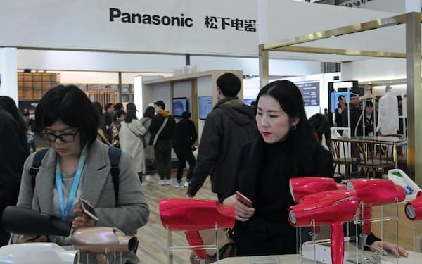 パナソニックは美容家電など数百点を出展した(8日、上海市)