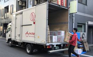 トラックに効率よく荷物を積むため、引っ越し中堅のアップルは知恵を絞る(東京都墨田区)