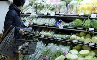 年明け以降、生鮮食品の高騰が続く(1月、都内のスーパー)