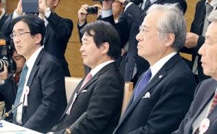 国家戦略特区諮問会議の民間議員たちは、改革の行方を心配している(9日午後、首相官邸)