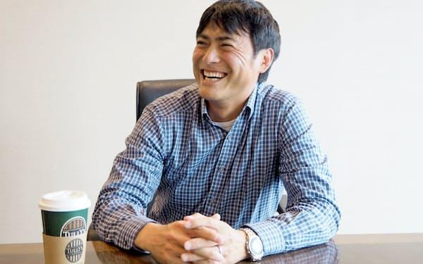 フラクタ(米カリフォルニア州)の加藤崇共同創業者兼最高経営責任者(CEO)。早稲田大学理工学部卒業後、東京三菱銀行を経て、オーストラリア国立大学でMBAを取得。技術系スタートアップ社長などを歴任し、東京大学の助教だった技術者と共にヒト型ロボットベンチャーSCHAFT(シャフト)を立ち上げる。2013年、同社をグーグルに売却。2015年、フラクタ設立。元スタンフォード大学客員研究員